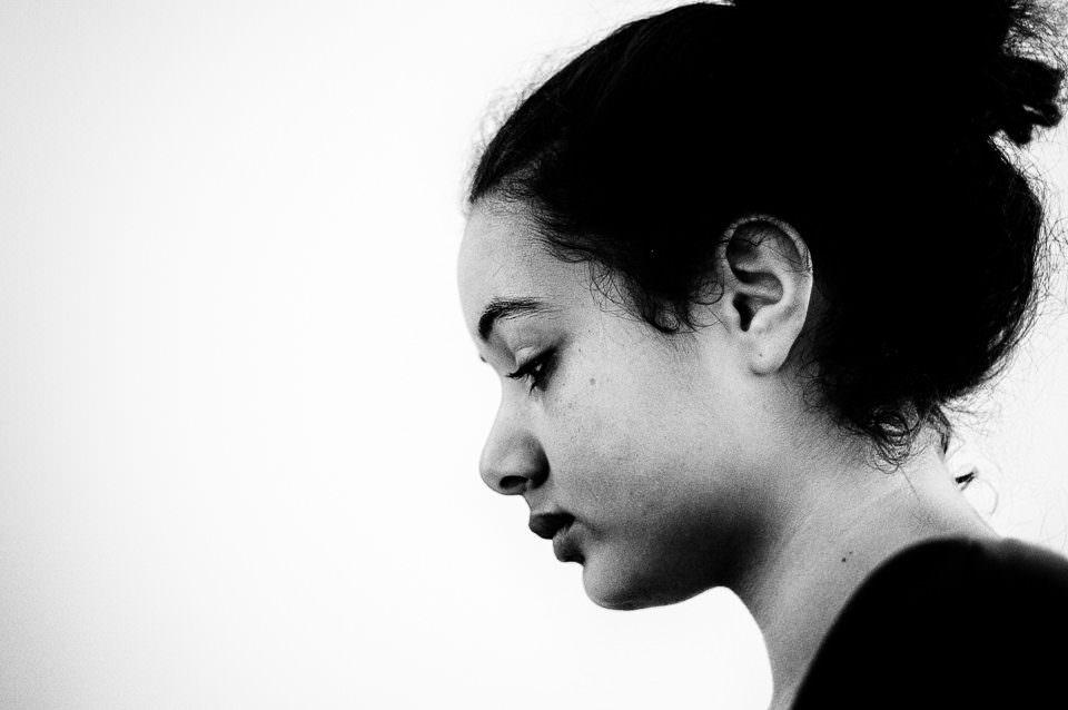 Ein Mädchen im Profil.