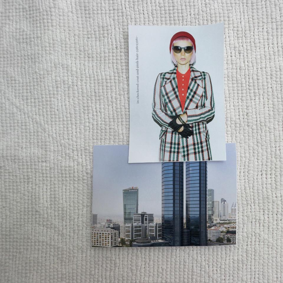 Eine Person auf einem Foto hat Hochhausbeine, die von einem anderen Foto stammen.
