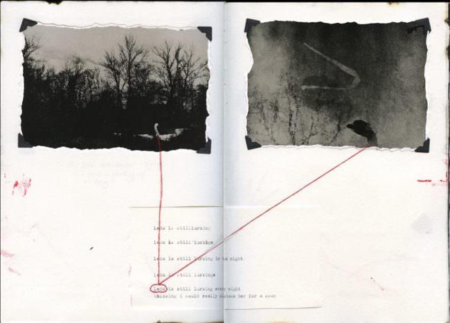 Zwei Schwarzweißfotos und ein Text sind durch Linien miteinander verbunden.