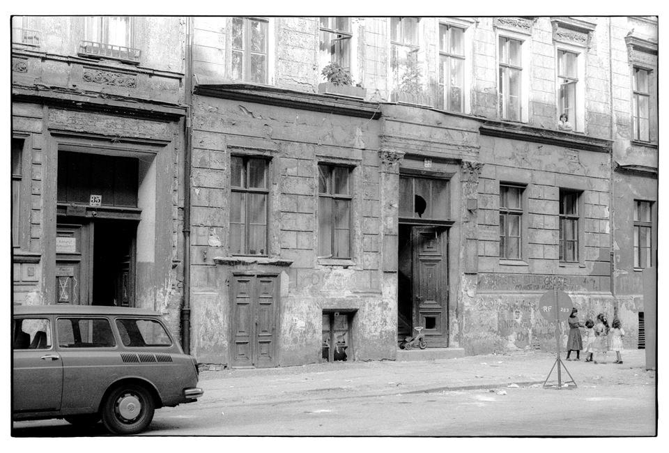 Ein altes, marodes Haus.