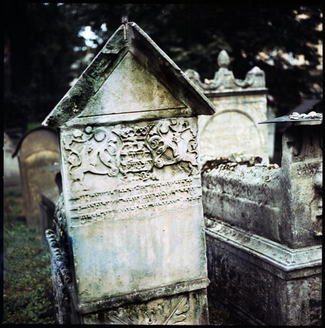 Ein verwitterter Grabstein