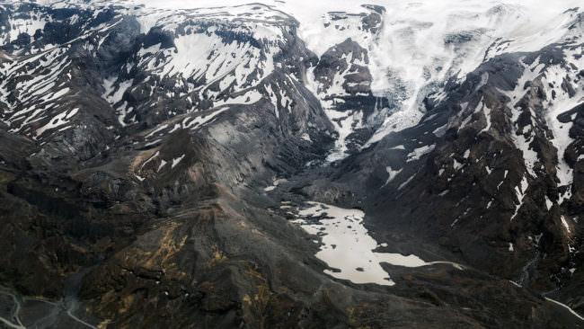 Schneebedeckte Berge von oben