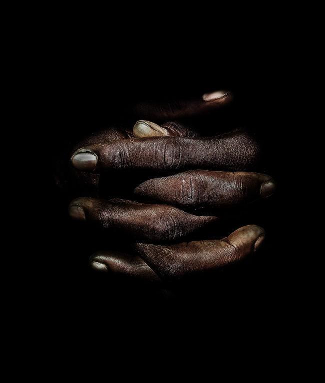 Nahaufnahme gefalteter Hände