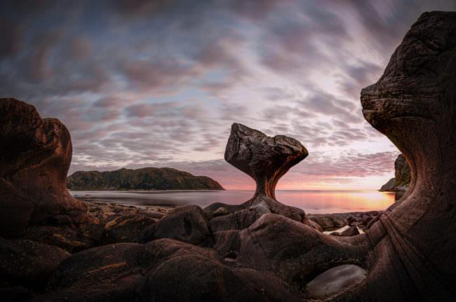 Ein von der Natur geschliffener Felsblock.