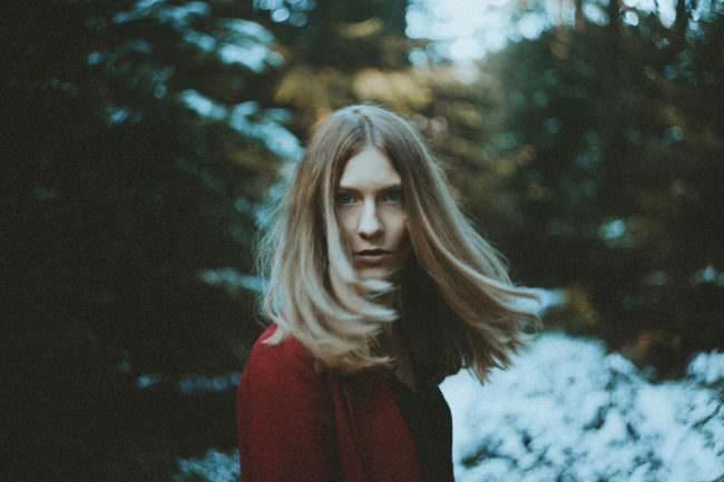 Frauenportrait mit wehendem Haar