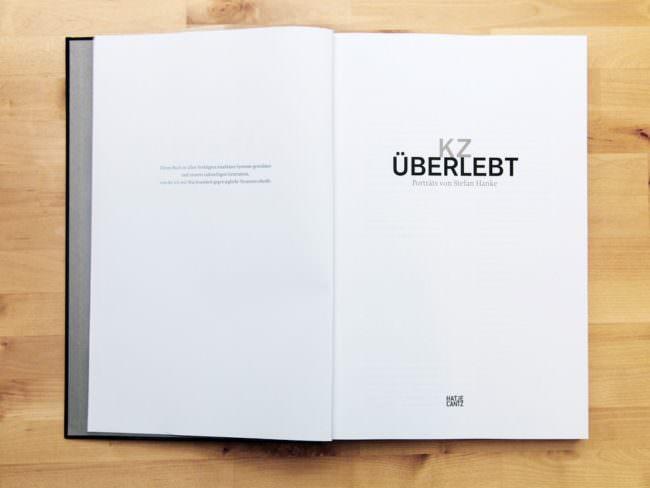 """Aufgeschlagenes Buch """"KZ überlebt"""""""