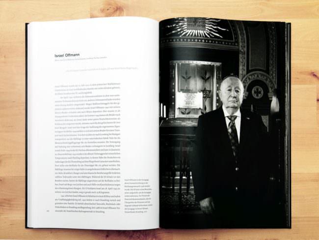 Aufgeschlagenes Buch mit Text links, Schwarzweißportrait rechts