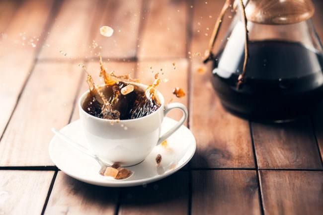 Kaffee mit Spritzern