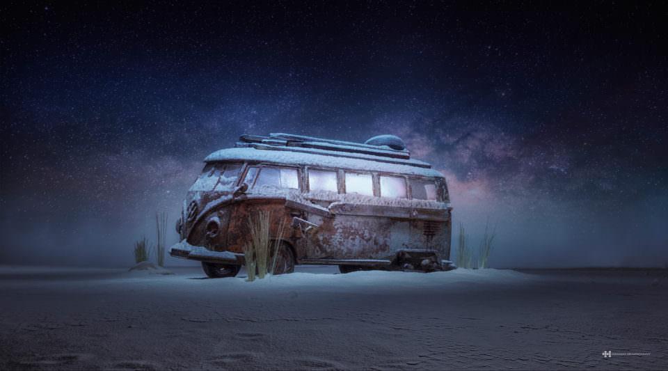 VW Bus im Schnee