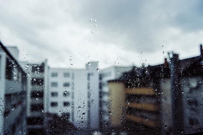 Ein verregnetes Fenster