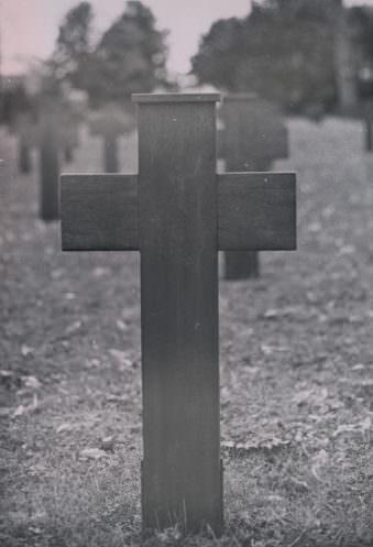 Ein Grabkreuz