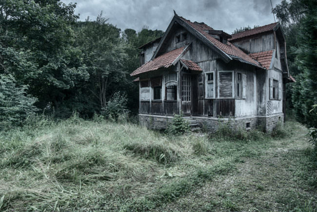 Ein altes Haus im Wald