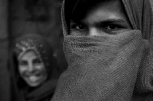Zwei Frauen mit Kopftüchern