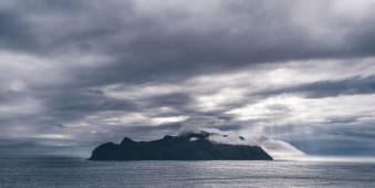 Eine Insel im Wasser