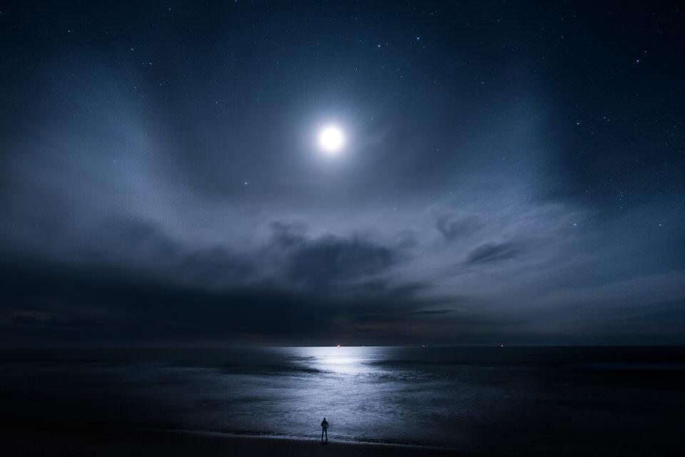 Mond in der Nacht am Meer