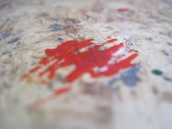 Aufnahme von einem roten Farbfleck.