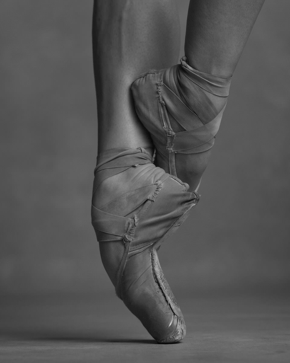 Füße in Ballettschuhen beim Tanz