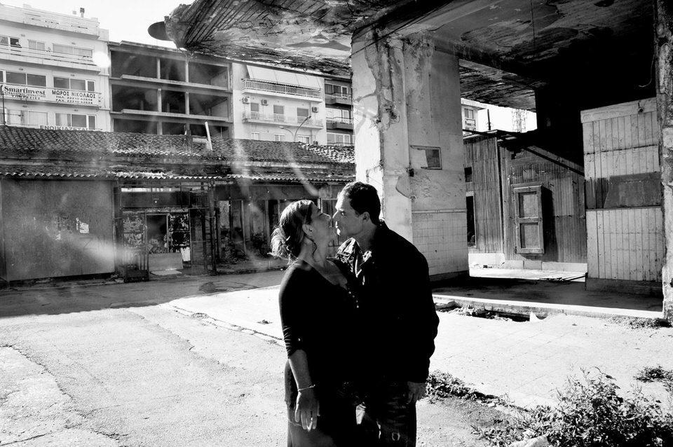 Zwei Menschen küssen sich
