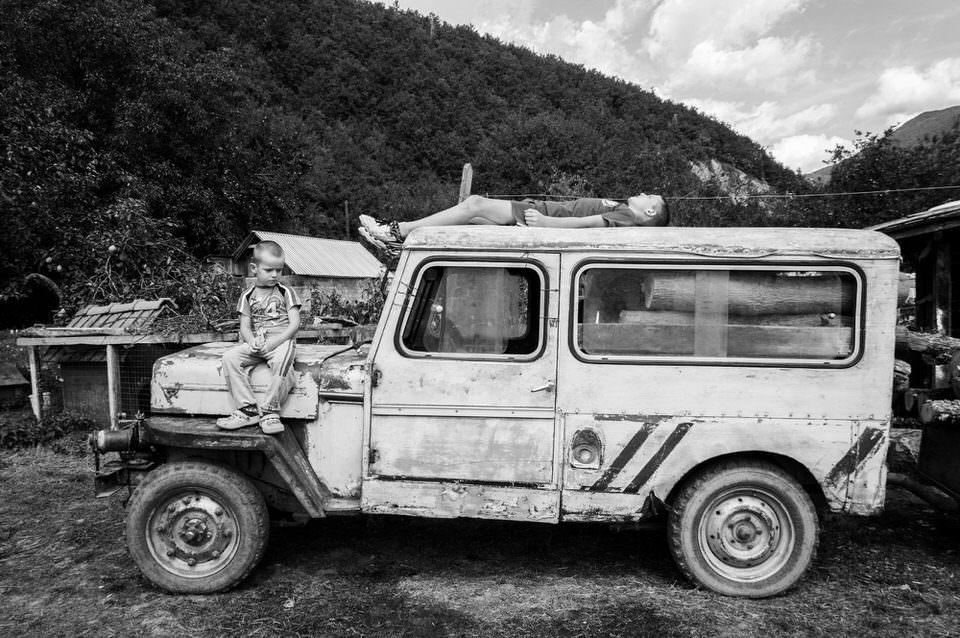 Jeep mit Kindern