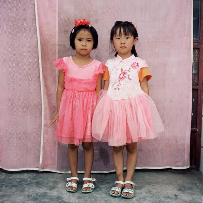 Zwei Mädchen in rosa