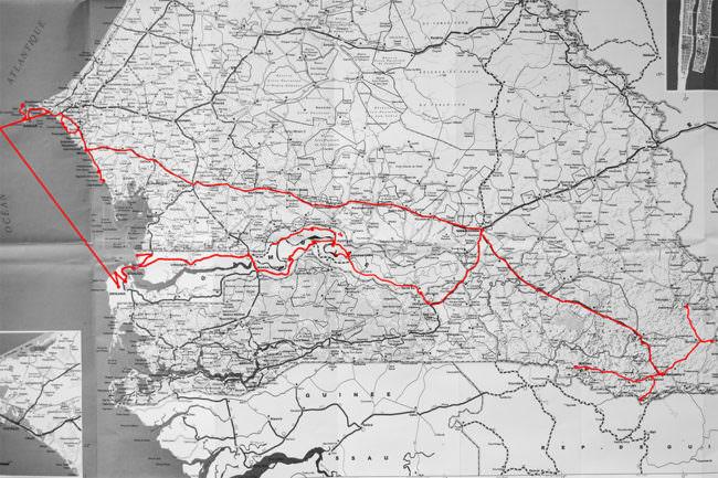 Ein Foto einer Karte mit Route