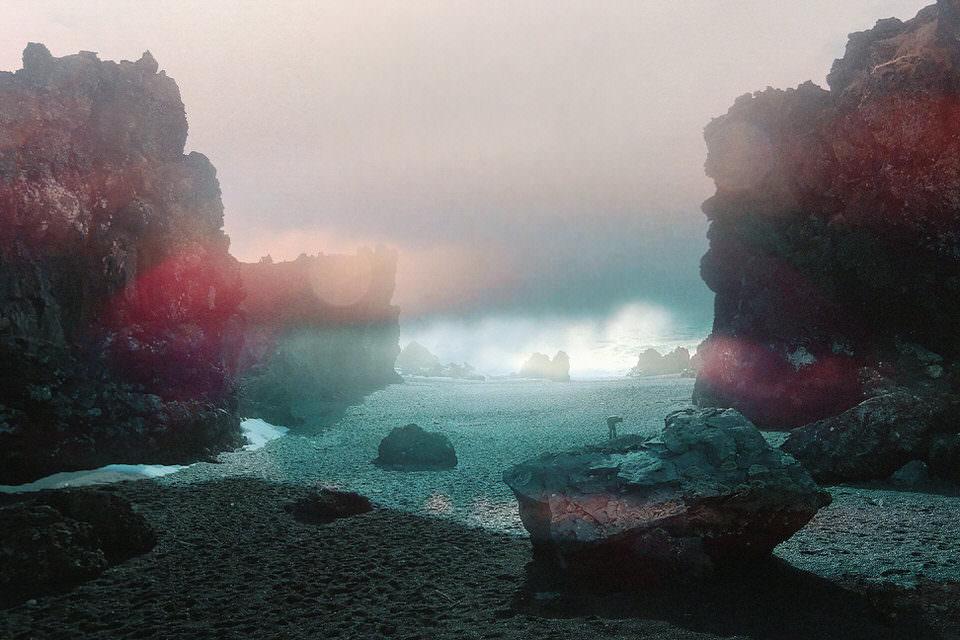 Aufnahme einer Bucht am Meer.