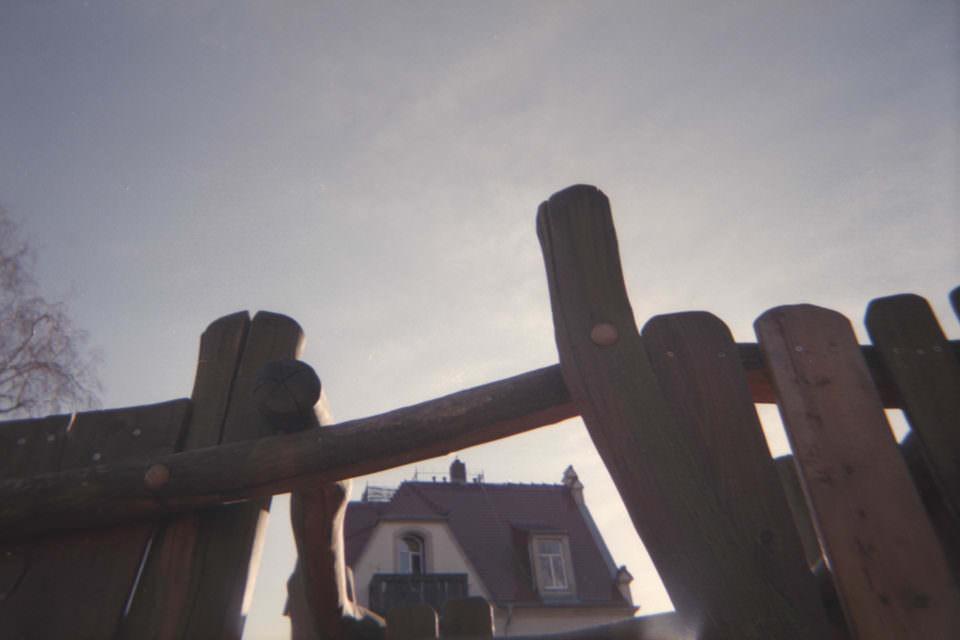 Haus durch ein Holzgerüst