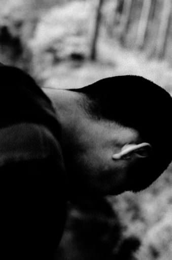 Der Hinterkopf eines Mannes.