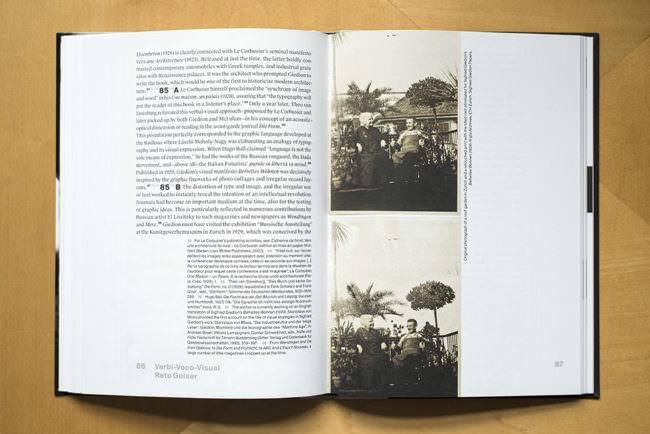Ansicht eines aufgeschlagenen Buches mit Text und zwei Abbildungen.