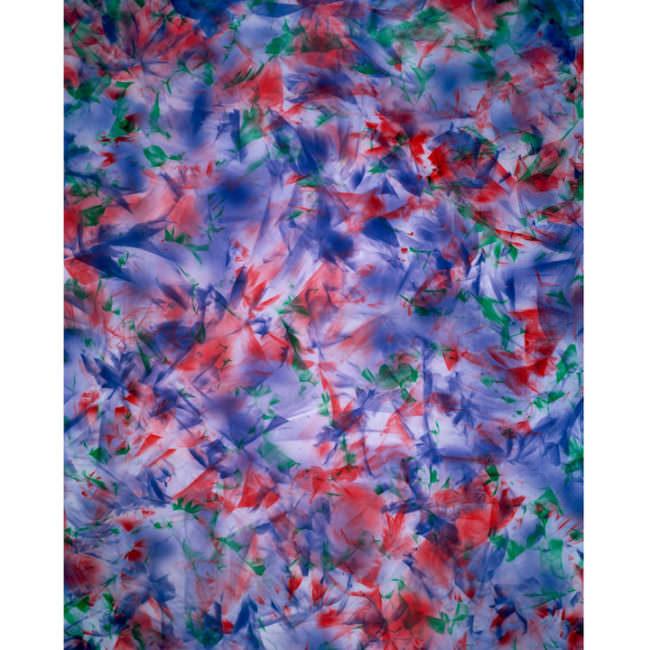 Eine bunte Fläche mit blauen und roten Farbschlieren.