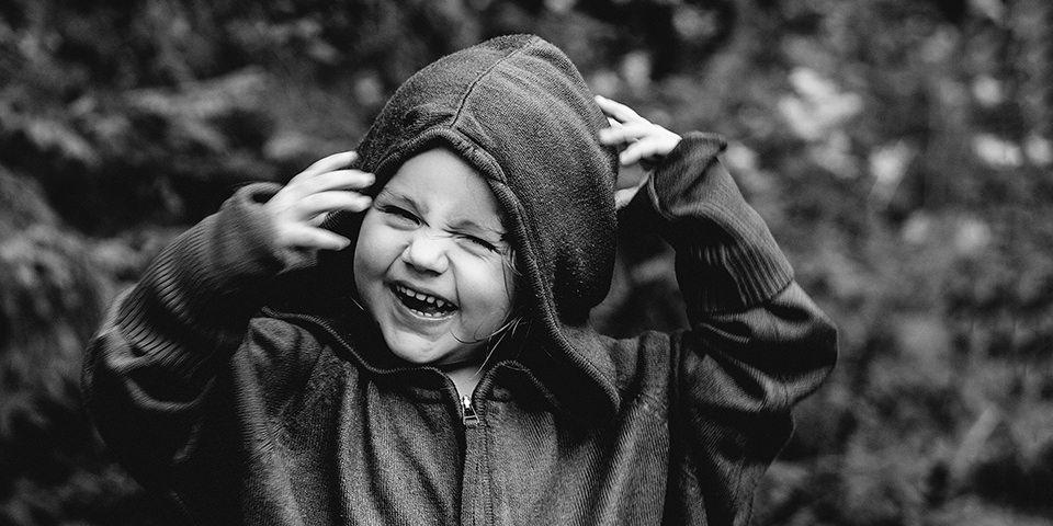 Ein lachendes Kind
