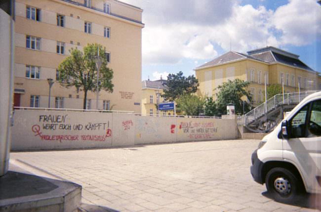 Parkplatz mit Graffiti