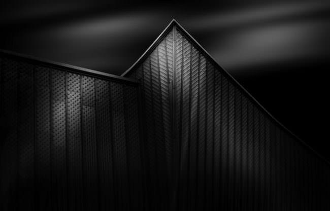 Minimalistische schwarzweiss Architekturaufnahme.