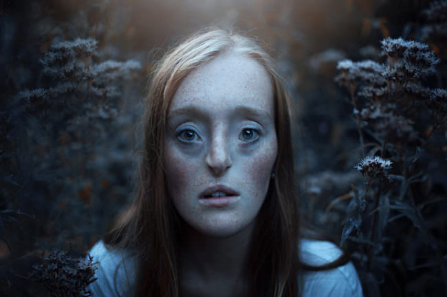 Eine Frau mit durchdringenden Blick