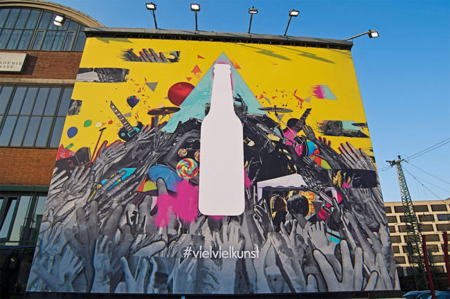 Kunstwerk an einer Hausmauer