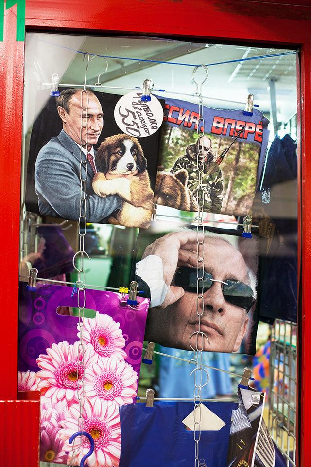 Schaufensteransicht mit Merchandise für Putin.