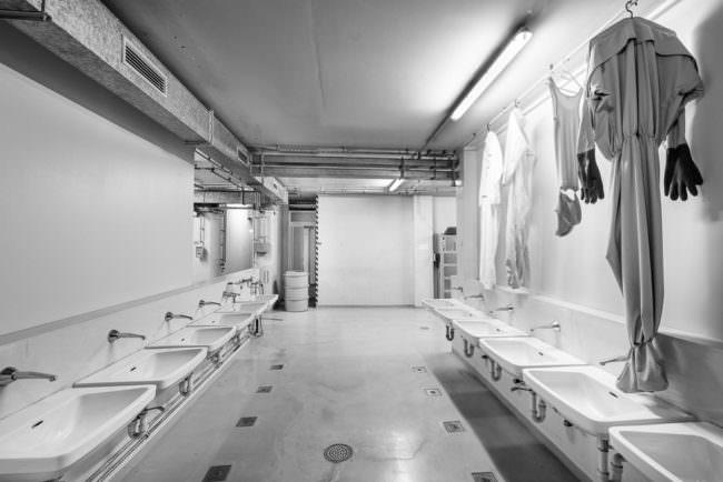 Waschbecken in einem Raum