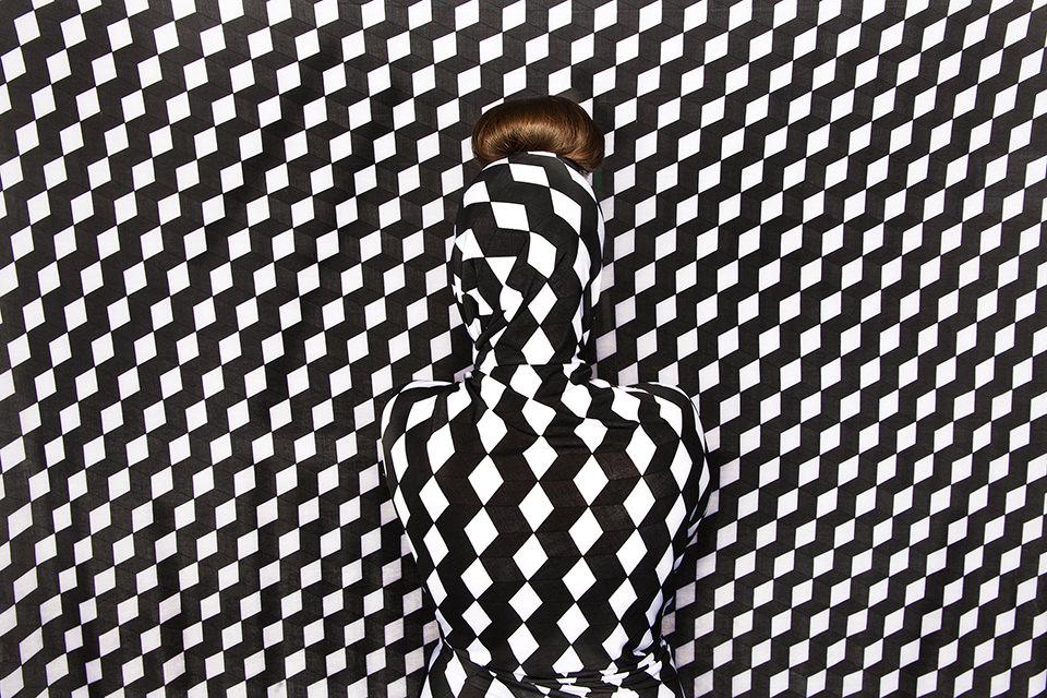 Ein Körper zwischen Muster