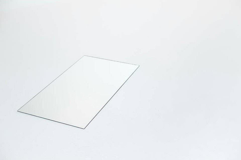Fenster in einer weißen Decke.