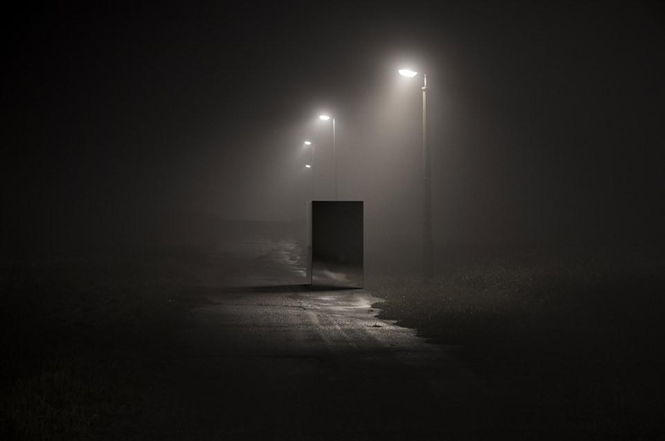 Ein Würfel auf einer Straße