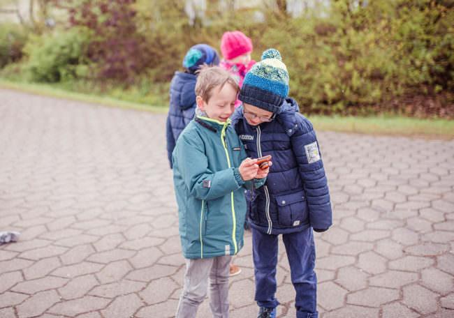 Kinder mit Kamera