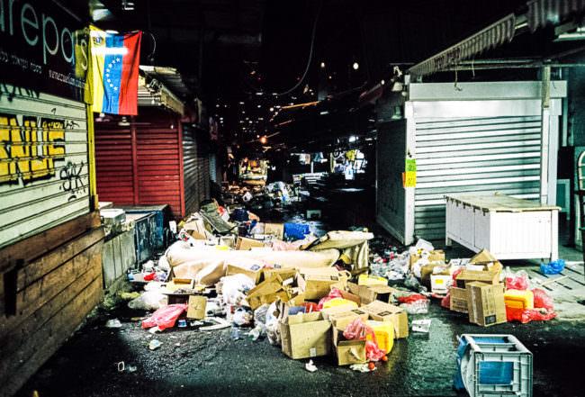 Müll auf einer Straße