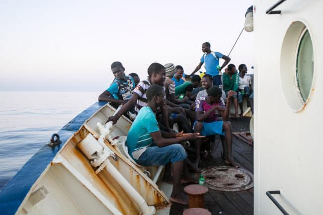Menschen auf einem Schiff
