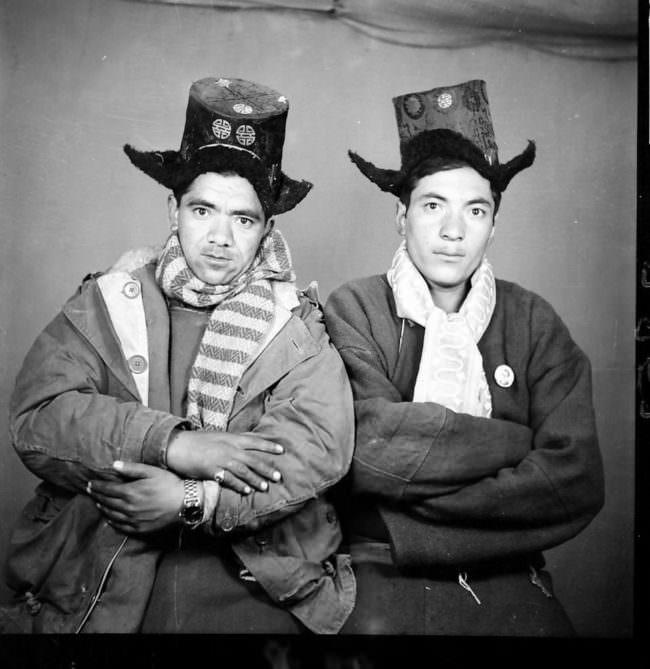 Zwei Männer mit Hüten