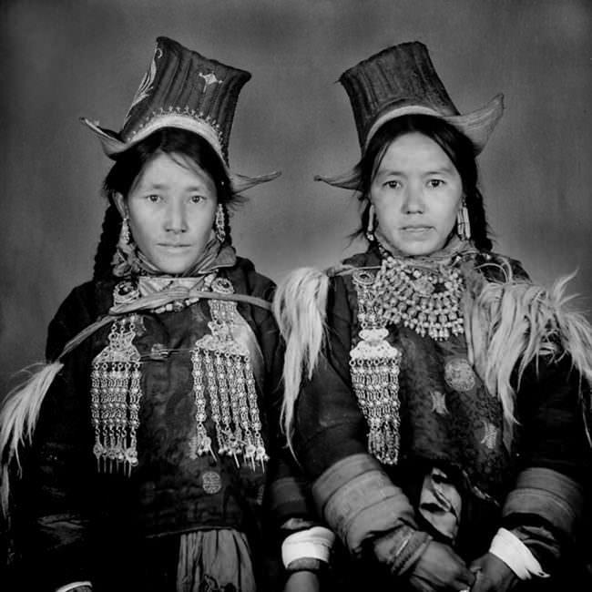 Zwei Frauen in Trachten