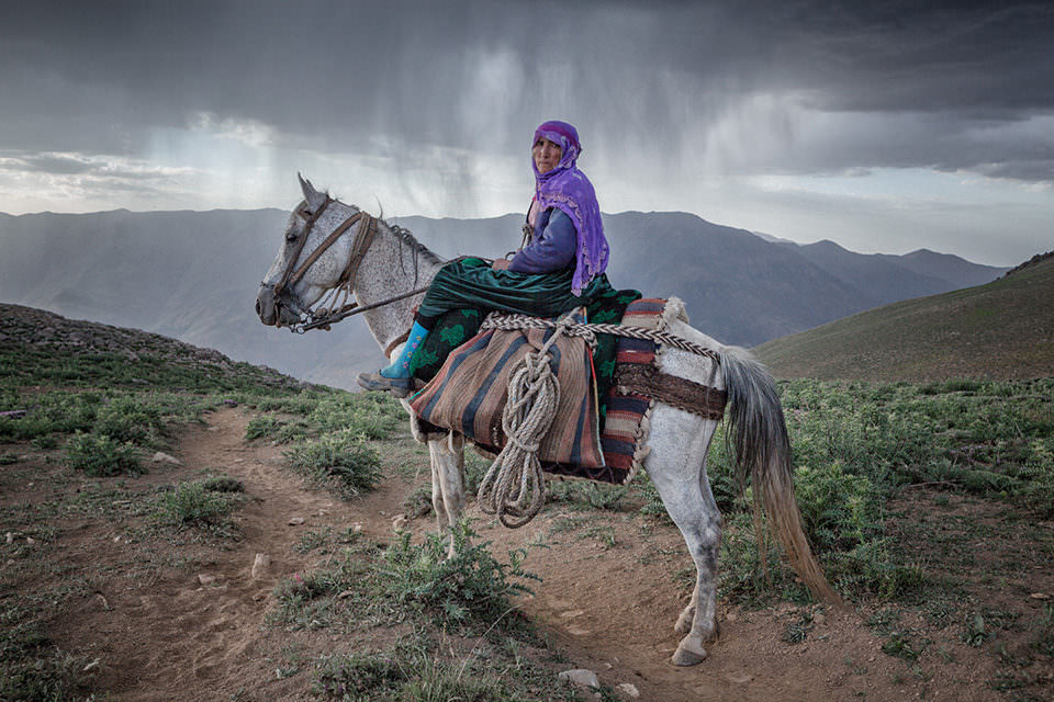 Eine Frau auf einem Pferd