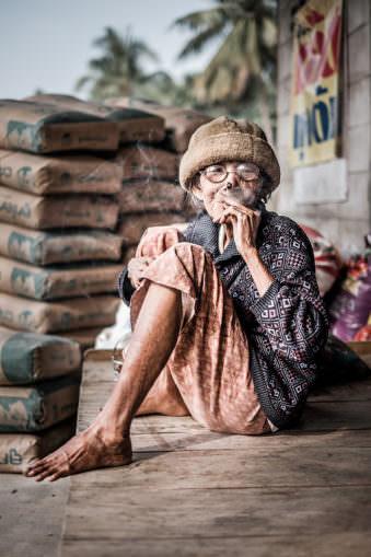 Eine rauchende Frau