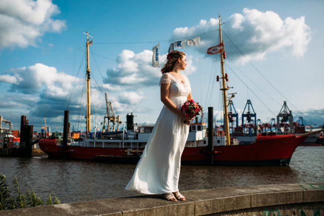 Eine Braut am Hafen