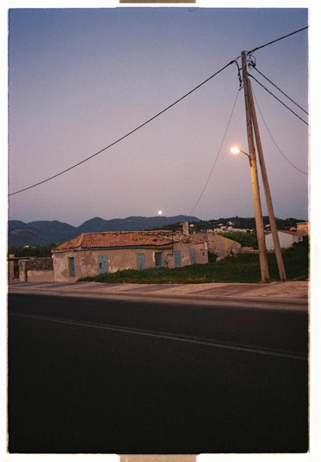 Abendlicher Himmel über Häusern