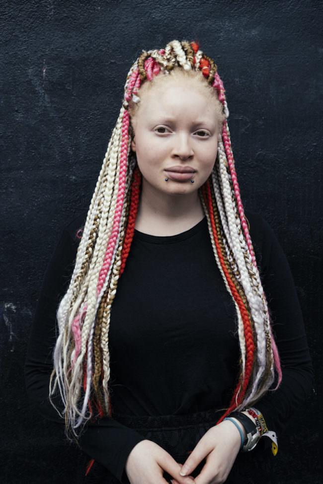 Frauenportrait mit Dreads